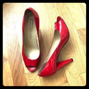 Red patent Marc by Marc Jacobs peep-toe size 40